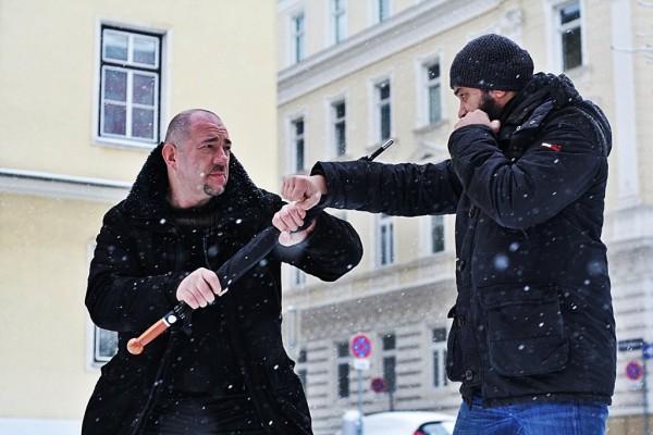 Unzerbrechlicher-Regenschirm-zur-Selbstverteidigung-Micic
